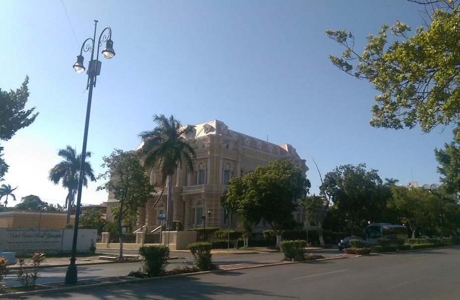 The palacio next door but one to Casa Mango