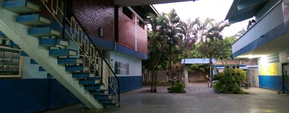 The entrance to Institucion Educativa del Valle, Palmira