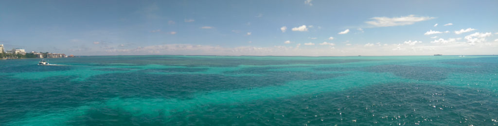 Photo showing the many colours of the sea in San Andres